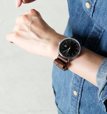 北欧らしいシンプルでミニマムなデザインが注目を集めている、スウェーデンのデザインメーカー発の時計ブランド「Cheapo(チーポ/シーポ)」。 男女・世代を問わず使えることに加えて、牛革など素材にこだわりながらもリーズナブルに手に入れられるところも魅力のひとつです。