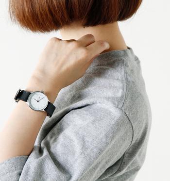 女性らしく小ぶりなデザインで、カジュアルスタイルはもちろん、きれいめスタイルにもおすすめです。