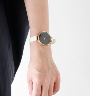 ウォッチケースの製作、レザーバンドの縫製、そして腕にやさしくフィットする動き…。ひとつひとつにこだわりを持って作り上げられた上質でスタイリッシュな腕時計。