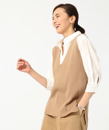 大人女子におすすめなツートンニットベストコーデ。オフィスに着ても良し、ボトムスをデニムにしても絶対にかわいい!!
