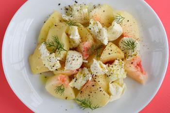 巷で人気の『桃モッツァレラ』。桃は、フレンチやイタリアンでは料理に使うことも多い食材です。今回は、デザートはもちろん、料理にも使った新しい桃の食べ方をご紹介します。