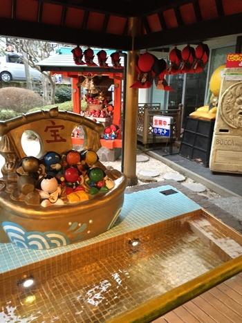 さるぼぼ神社境内には、足湯もあります。参拝と一緒に足湯に浸かり、一休みしてみてはいかがでしょうか。
