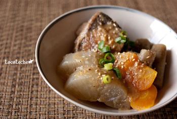 こちらは味噌味の煮込み料理です。大根だけでなく、にんじんやごぼうなど根菜がたっぷり♪煮込んだあと、一度冷ましてからまた火にかけると、ぐっと味が染み込みます。