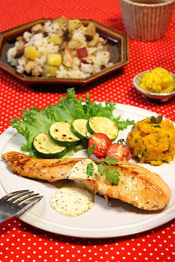 ソースを工夫するだけで、普段の料理も北欧風に。
