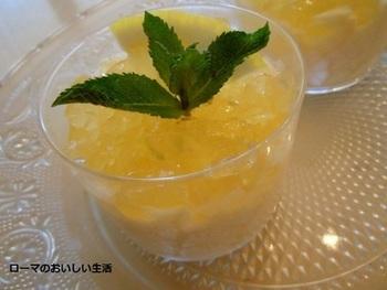 リモンチェッロは、ジュレもおすすめ。レモンのムースと合わせれば、爽やかさダブル。お口の中に涼やかな風がわたります。