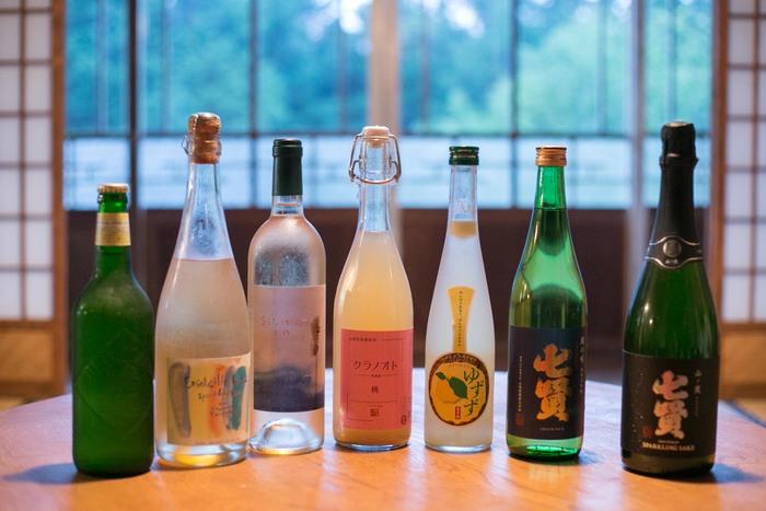 旅の楽しみと言えば、お酒!もちろん、たくさん揃っていますよ~! 日本酒、ワイン、果実酒など、山梨で作られている美味しいお酒がずらり。 どれにしようか悩むのも、楽しい時間ですよね。 ちなみにお酒の持ち込みがOK!ということで、ご自身の好きなお酒を持ち込んで楽しむのもおすすめです。 ※持ち込みの場合、空き缶や空き瓶はすべて持ち帰ることになります。