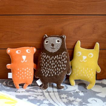 北欧デザインの不思議な生き物のぬいぐるみ「カドリーベアズ」。  左から「ファンニ」「グスタフ」「アイノ」という名前のくまの3兄弟です。