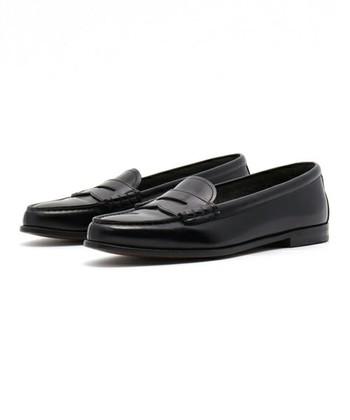 1873年に創業したChurch's。長い歴史のあるブランドで、コレクターも多いことで有名です。正統派の英国靴として人気です。ずっと丁寧に履き続けたい一足です。
