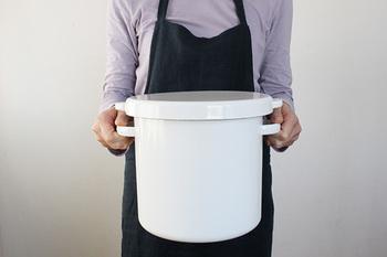 野田琺瑯のラウンドストッカーは、お米の保存にぴったり。シールフタも付いているので、お米をしっかりと保存できます。