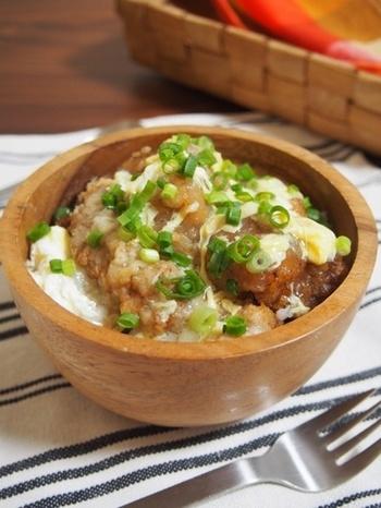 こちらは卵あんかけを絡めたレシピ。お酢とラー油ですっぱ辛い中華風に。  ご飯の代わりに、うどんや中華麺の上にあんかけ唐揚げも美味しそう!