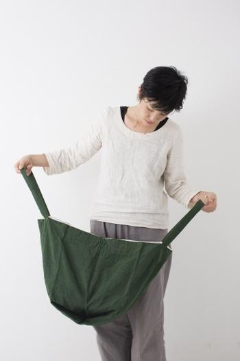 大容量なのに軽いから、旅行のサブバッグやマザーズバッグとして持つのがおすすめです。