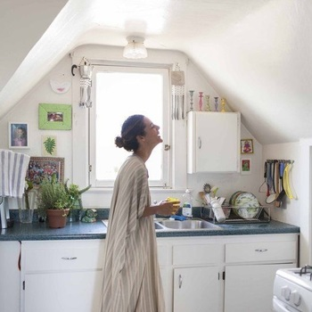 料理をするとき、お鍋や調理器具が揃うと、できることも増えて料理がより楽しくなりますよね♪ せっかく使うものなら、やっぱり良いものを長く使いたい方が多いと思います。 今回は、いつもの料理時間をワクワクさせるようなアイテムを集めました◎
