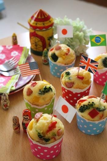 お野菜もたっぷり食べれる、ふかふかのケークサレ。見かけも可愛いので、楽しいピクニックのお弁当にぴったり♪可愛い旗や紙コップでおめかししましょう。マヨネーズが隠し味です!
