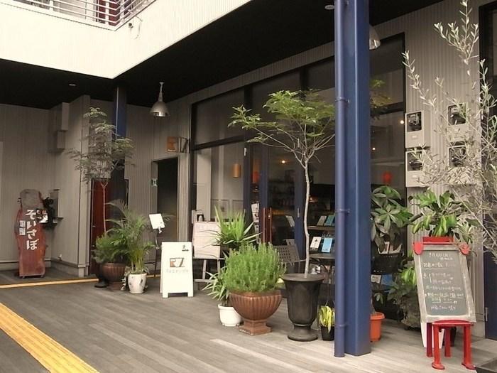 地下鉄七隈の線「薬院大通駅」から歩いて5分ほどのところに「リードカフェ」という本をゆっくり読みたい時におすすめのカフェがあります。