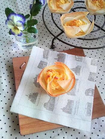 もう一つ、春巻きの皮でアレンジしたレシピをご紹介します。春巻き→サツマイモペーストをプリン型に入れて焼き上げると、軽いパイのようなスイートポテトになりますよ。見た目にも華やかなので、おもてなしにもいいですね。