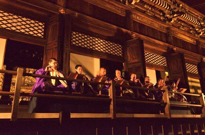 永観堂では、雅楽の生演奏が行なわれています。煌びやかな雅楽の演奏に耳を傾けながら、錦絵のように素晴らしい紅葉を楽しみ、至極のひとときを過ごしてみてはいかがでしょうか。