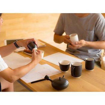 プロダクトデザイナーの大治将典さんと日本が誇る職人さんたちで作った急須、湯呑み、マグカップ。熟考を重ねて使いやすく、シンプルで美しいデザインのものが出来上がりました。