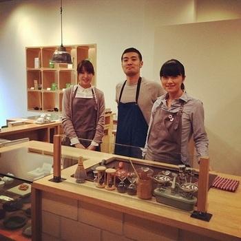 平成24年に鹿児島市上之園町にオープンした1号店。さまざまな茶葉を扱う他、カフェも併設されています。季節に合ったスイーツも提供され、日本らしいティータイムを堪能することができます。
