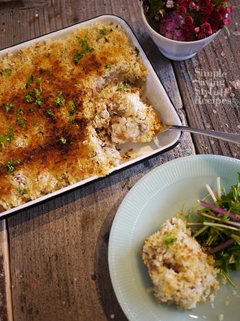 残った肉じゃがを使うから、調理時間は嬉しいわずか10分!ご飯も入ってボリューミー。オーブンかトースターで焼いてつくるスコップコロッケです。  【材料】 残った肉じゃが 500g 残りごはん お茶碗1杯(約150g) パン粉 50g オリーブオイル 大さじ3 パセリ 適量