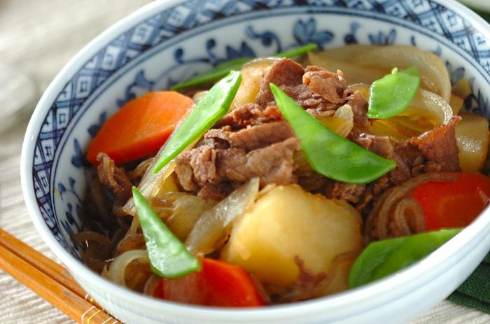 各家庭ごと、それぞれ独自の味わいがある肉じゃがは、もしかして一番身近な人気家庭料理かもしれませんね。一年を通じて材料が手に入りやすく、家計にもうれしい肉じゃがをおいしくリメイクして、もっとたくさん召し上がってください♪