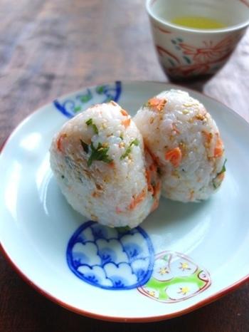 お米は鮮度が命と言われるほど、新鮮さを保つことで美味しさは大きく左右します。そして難しそうに感じるお米の保存方法ですが、案外シンプルですぐに実践できるはず!ぜひ美味しさの違いを実感してみてくださいね!