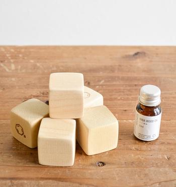 また、ヒバ材を美しいブロックにしたこちらと精油のセットもおすすめ。ブロック単体でもヒバの香りが漂います。