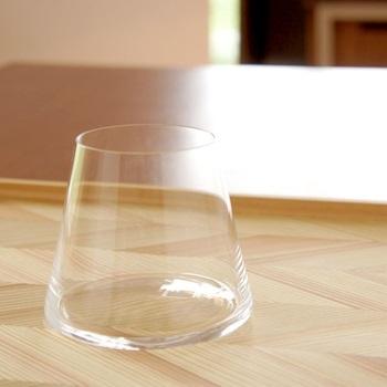 ガラスコップなどのくもりが気になるときも、アクリルたわしの出番です。磨き洗いに適しているので、かなりおすすめ!グラスがぴかぴかになるとうれしいですよね?