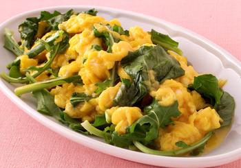 フレッシュな野菜や、葉物はカロリーが低いのがポイント。ルッコラは火を止めてから加えて、食感も色もキープ。