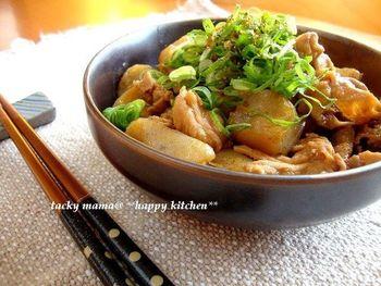 味噌の風味が豊かな、こんにゃくと豚肉の煮込み。ボリュームがあるので、メインのおかずにも。体がぽかぽか温まりそうですね。