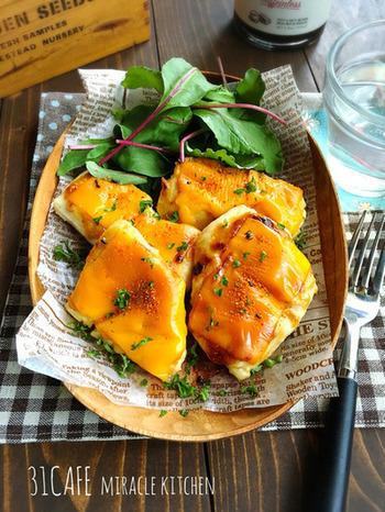 味噌とマヨネーズの旨みとチーズがうまくマッチするがっつりおかずです。火を使わずにトースターで出来ちゃうので、焼いている間に支度ができて忙しい朝に嬉しいレシピです♪