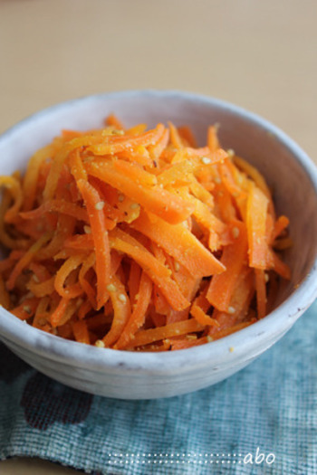 醤油ではなく白だしを使うので人参の綺麗なオレンジ色が出るので彩りが気になるお弁当におススメです。だしの効いた優しい味わいになりますよ。