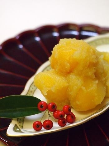 甘露煮を使って、定番の栗きんとんはいかがですか? さつまいもと栗のきんとんは、お正月だけでなく秋の甘味として普段のおやつにもぴったりです。