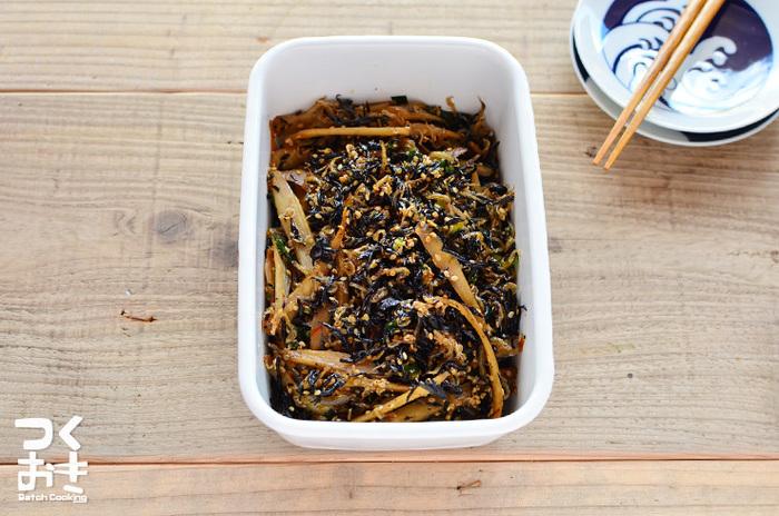 ひじきとゴボウで作る食物繊維たっぷりのつくだ煮は、日持ちもするので休日にたっぷり作って常備しておくと便利。