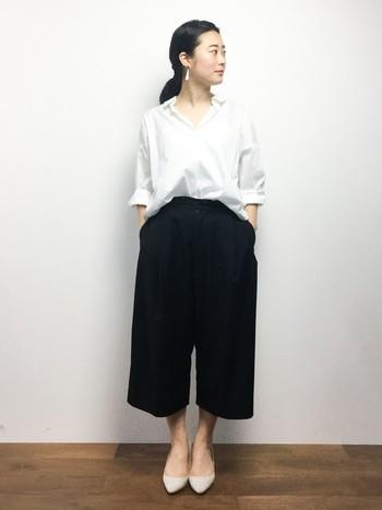 具体的には、上品でクラシカルな雰囲気の漂うスタイルを言います。白シャツ×きれいめパンツはトラッドの定番です。