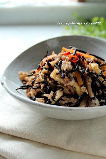 和風のひじきの煮物をマスターしたら、今度は中華風にチャレンジしてみるのも良さそう。ニンニクとショウガの味がきいた中華風ひじきは、ご飯のおともにも、パパのおつまみにも喜ばれそう。