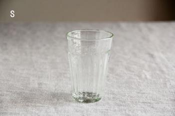 温もりのあるやわらかなラインが特徴の「タンブラー」。手によく馴染み、毎日使いたくなってしまうグラスです。