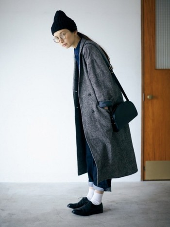 チェスターコートはマスキュリンスタイルにぴったりのアイテム。ビッグシルエットでトレンド感のあるスタイリングです。