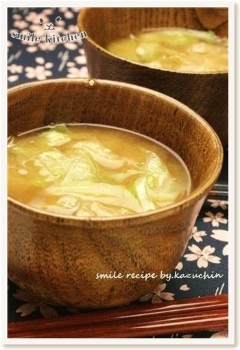スープもいいですが、お味噌汁も美味しいですよ♪こちらは新玉ねぎとレタスのお味噌汁。どちらの野菜もさっと火が通ればそれでOKなので、すぐに作れちゃいますね。