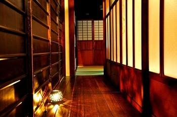 京町屋の風情が味わえる宿として、旅人に人気のゲストハウスです。