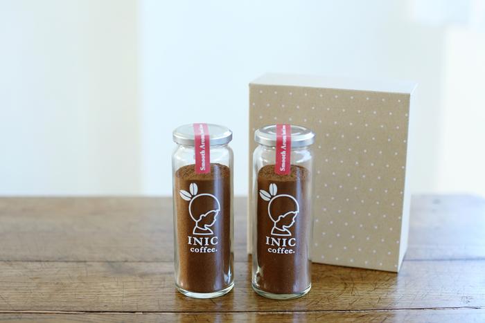 【Gift Set 3000】 コーヒーパウダーにブランドロゴが栄える瓶入り2本セットもあります。飲み終わった後も保存容器やインテリアとして使えるので、ギフトにとっても人気の商品です。