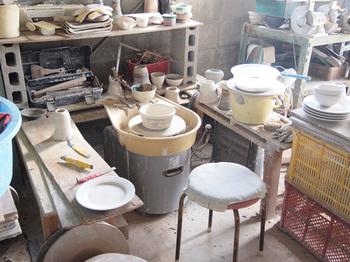 苫米地さんは2003年に故郷の三重県四日市市に工房を構え、作品の制作を行っています。