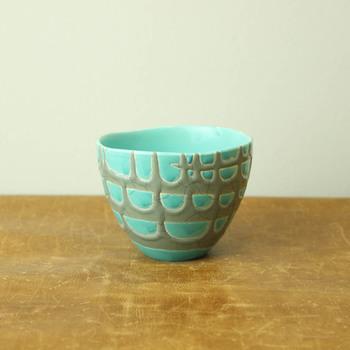 手に収まる程よいサイズのカップは毎日使いに丁度いいサイズ感。たっぷりと掛けられた釉薬が器に個性を与えています。