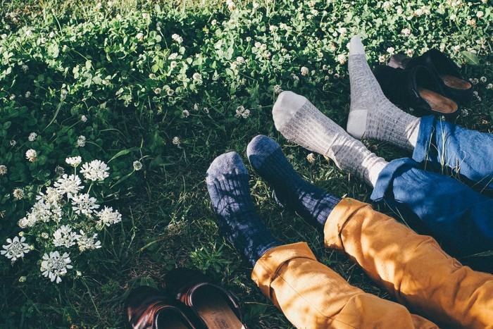 春も夏も、もちろん冬にも「靴下」は履くけれど。 夏が終わり、風が涼しくなった頃に履く靴下って、なんだか特別に気持ちが良い気がしませんか?  そんな今こそお勧めしたい、すてきなすてきな靴下たちを集めてみました*
