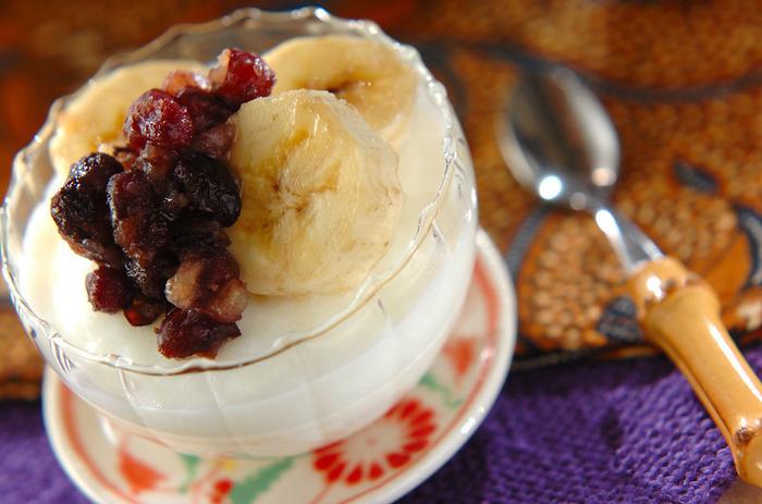 懐かしい雰囲気のあるミルクカンは、とても素朴なミルク味。バナナと小倉の組み合わせも◎小倉と甘酸っぱい苺をのせるのもおいしいですよ。