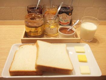 食パンの食べ比べができるメニューの他にも、サンドイッチなど、美味しそうなメニューがいろいろ。小腹が空いたら、ぜひ立ち寄ってみて。
