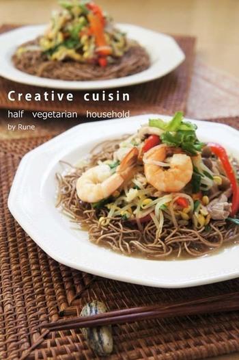 豆もやしのしゃきしゃき感と日本蕎麦を油でカリッと揚げたパリパリ食感が楽しい一品。トロリとした餡がよく絡み絶品です。