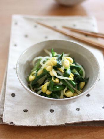 豆もやしとニラを塩麹で味付けするあっさりナムルのレシピです。コチュジャンを加えてヘルシーな丼にしても美味しいですよ!
