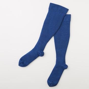 慣れない旅先で歩き回ると足が疲れますよね。TRAVEL SOCKS‐FOR NIGHTS‐(トラベルソックスフォーナイツ)は、オリジナルの糸を開発して、ふくらはぎ部分と足首部分の圧力をを変えて低着圧仕様で作られた快適な靴下。翌日も元気に歩き回ることができます♪