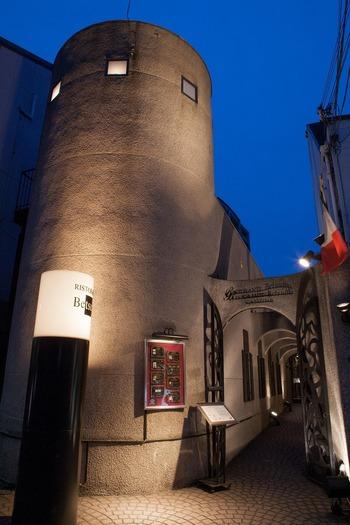リストランテ・ベツジンは大阪市阿倍野区にある隠れ家的イタリアンレストランです。石畳が敷かれたアーチ状の入り口は、異国情緒が漂っています。