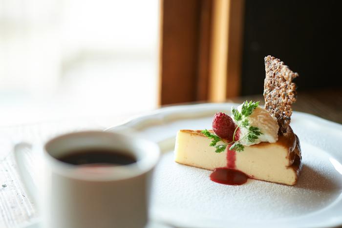 イタリアンバルをコンセプトにした2店舗目の「sarasvati」のケーキセットはお客さんにも人気が高い。コーヒーだけでなく、食事に関してもとことん探求されています